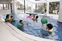 屋内温水プールは通年営業しております!(14〜23時まで)