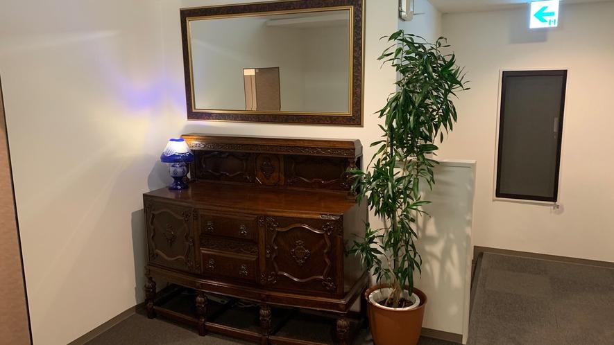 〓廊下を彩る西洋アンティーク家具〓