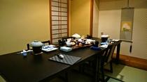 お食事は、お食事処の半個室にてご用意いたします。