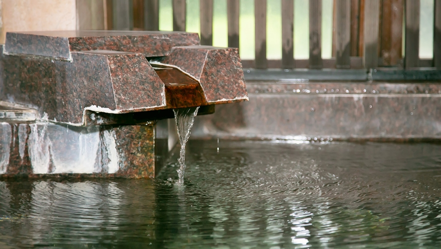 自噴・自家源泉掛け流しのお風呂。『美肌の湯』を存分にお楽しみ下さい。