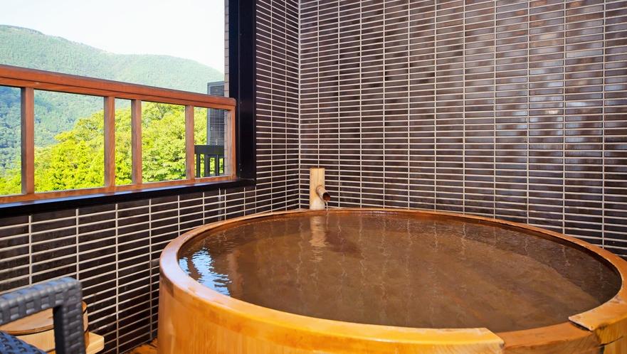 お部屋によって様々なタイプの源泉掛け流し風呂をお楽しみください。(スイートルーム)