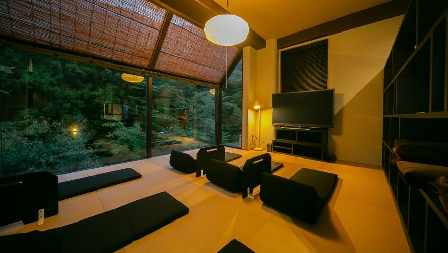 琉球畳の湯上り休憩スペースにごろ寝座椅子や毛布をご用意致しました。