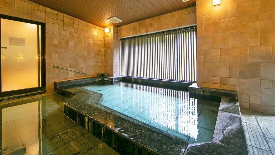 サウナ完備、自噴・自家源泉掛け流しのお風呂を何度でもごゆっくりとお楽しみ下さい(大浴場)