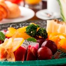 【朝食】メルキュール朝食のデザートは南国のフルーツも豊富♪