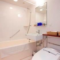 【バスルーム】全室ドライヤー、バスアメニティ等が常備されています。