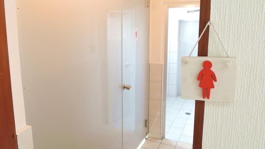 *【本館・共有シャワー】本館は男女別となります。