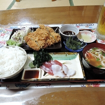 *【夕食一例】ご夕食はボリューム満点「日替わりおまかせ定食」をご用意致します。
