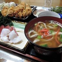 *【夕食一例/ソーキソバ】観光で来られてる方には沖縄料理を盛り込んだお料理を