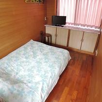 *【別館・洋室3.5畳】1名利用の寝起きが楽なベッドタイプです。