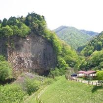 ◆◆【巌立峡】溶岩で形成された柱状節理の大岩壁、巌立