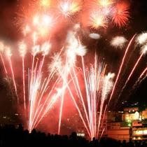 ◆【下呂温泉花火ミュージカル冬公演】音楽にあわせて打ちあがる特殊演出花火