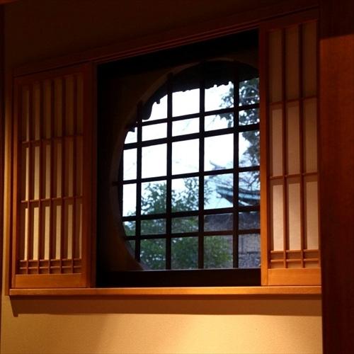 群青 客室丸窓