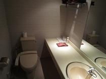 広々とした洗面台スペース