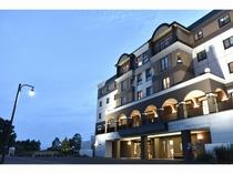夏の夕方のホテル