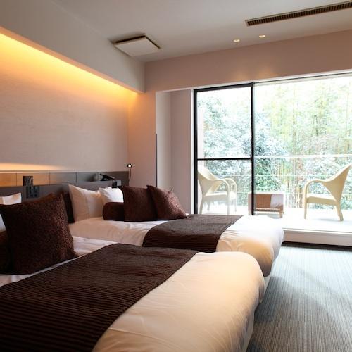 【ざぜんそう】広々としたベッドルームから、バルコニーへと続く開放感たっぷりのお部屋。