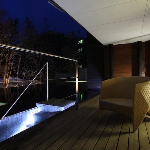 【ななかまど&らいらっく】静かな箱根仙石原の夜を眺める寛ぎのバルコニー。