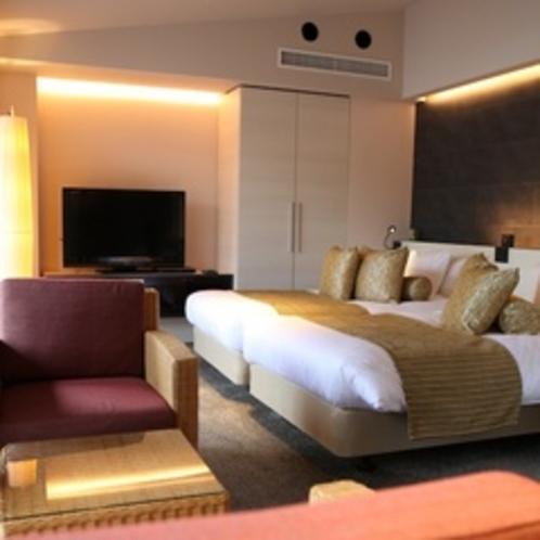 【しおん】一面の大きな窓から箱根の景色の望めるベッド&リビング