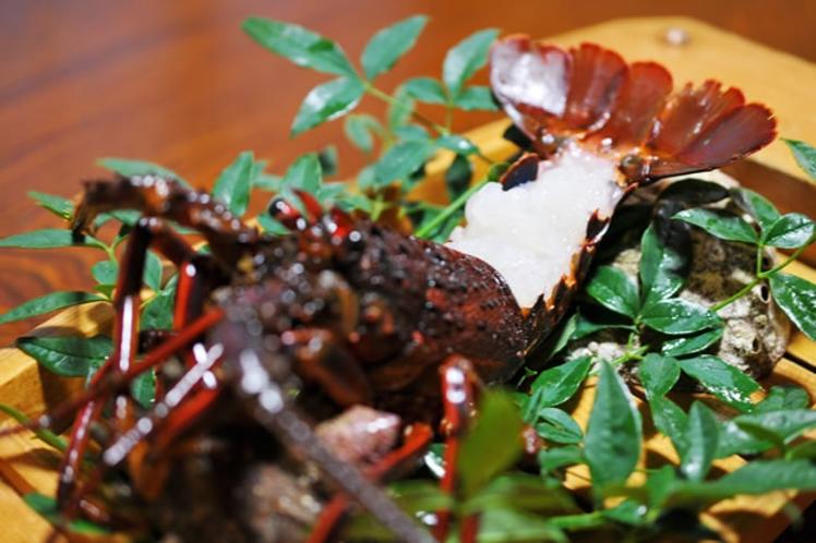 伊勢海老プランはスタンダードコースのお料理に伊勢海老のボイルorお刺身が1尾付きます。