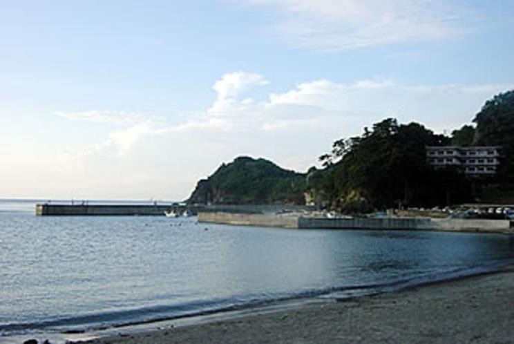 波静かな石部海岸。 ここから投げ釣りも楽しめます。