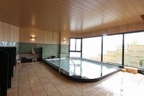 檜の香りがすがすがしい大浴場。男女入換え制となります。