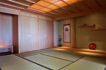 【伽藍スイート】伽藍スイート:湛水の間:畳間は、戸を閉めて個室にすることも