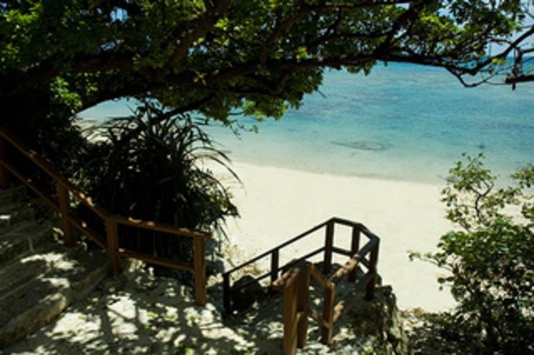 【ビーチ】海岸へ続く階段