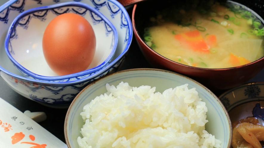 <朝食>おいしいお水で炊いたほかほかご飯を新鮮な卵と共にどうぞ♪