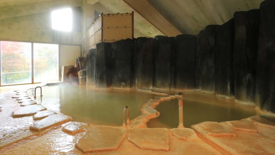 <温泉・内湯>柱状節理で仕切られたダイナミックな造りの大浴場!