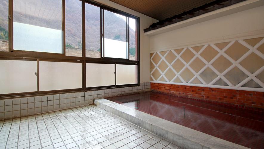 【内湯】蔵によくある、なまこ壁デザインの半露天