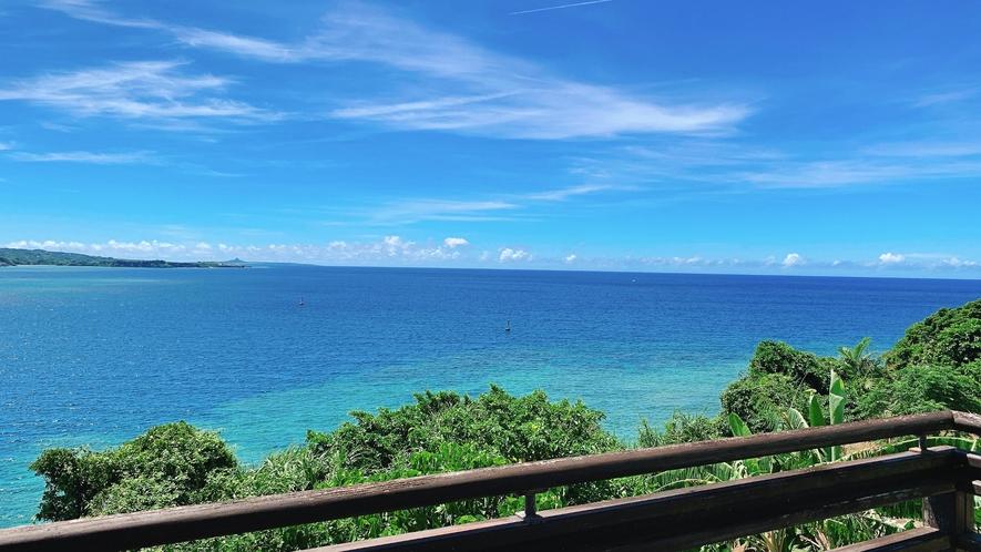 ・コバルトブルーの海
