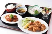 夕食 鶏唐揚げ 海老チリ・_D7N8883