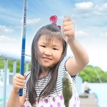 桟橋から釣り体験が楽しめます