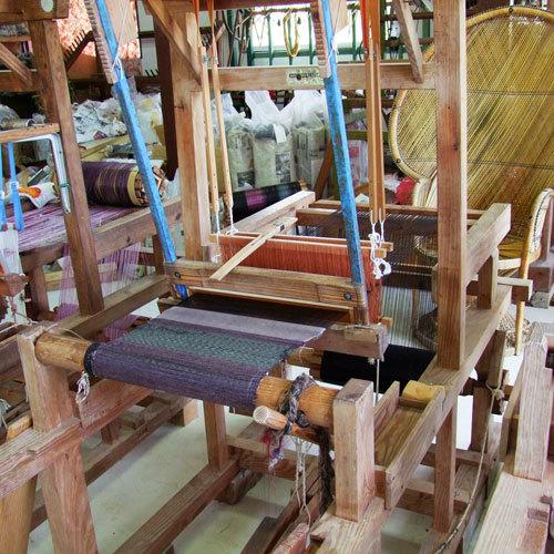シーカヤック体験が雨などでできない場合は、代案「大島紬体験織」とさせていただいています。