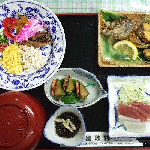 夕食に奄美地方の名物、鶏飯(ケイハン)が出るときも?