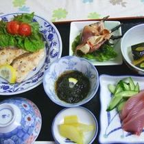 夕食は、島の食材を使用した与論ならではの家庭料理♪