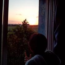 お部屋から夕陽を眺めて、ゆったりお過ごしいただけます!