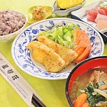 【夕食一例】優しい味わいの地元の家庭料理