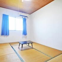 【和室6畳(海側)】窓を開けると海や風車(晴天時)が見える客室です☆