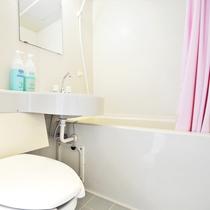 【和室10畳(バス・トイレ・ベッド付)】バストイレが付いた1室限定の客室です。