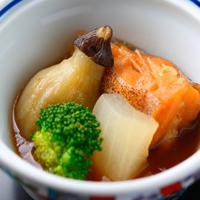 【豪華料理にランクUP】料理長が素材にこだわって作る贅沢料理に舌鼓!デラックスプラン