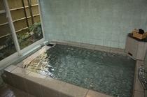かけ流し天然温泉を貸切でお楽しみください