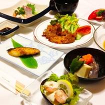 【夕食】ほっと安らぐ家庭の味♪※季節や仕入れによりお食事内容が異なる場合がございます。