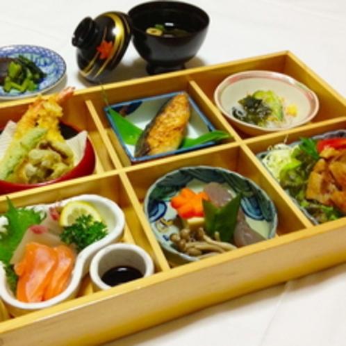 【夕食】栄養満点♪松花堂弁当※季節や仕入れによりお食事内容が異なる場合がございます。