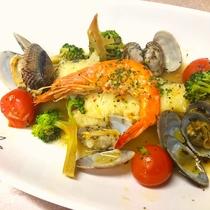 【夕食】お魚コースのメイン『アクアパッツァ』をご用意♪
