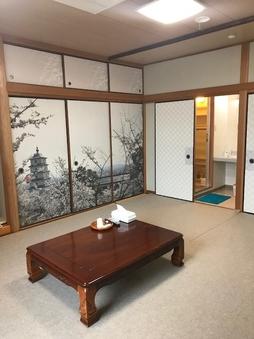 和室   10畳  素泊まり        (禁煙ルーム)