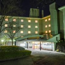 *【外観(夜)】仙台から車で1時間弱のところに当館がございます。