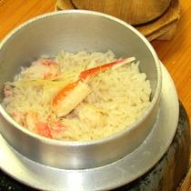*【夕食例】その場で炊き上げ、香りも楽しめる♪ずわい蟹釜飯