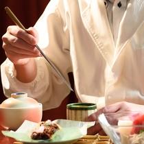 *【夕食】某有名ホテルで腕を振るった料理長が、一品一品に真心込めて仕上げます。