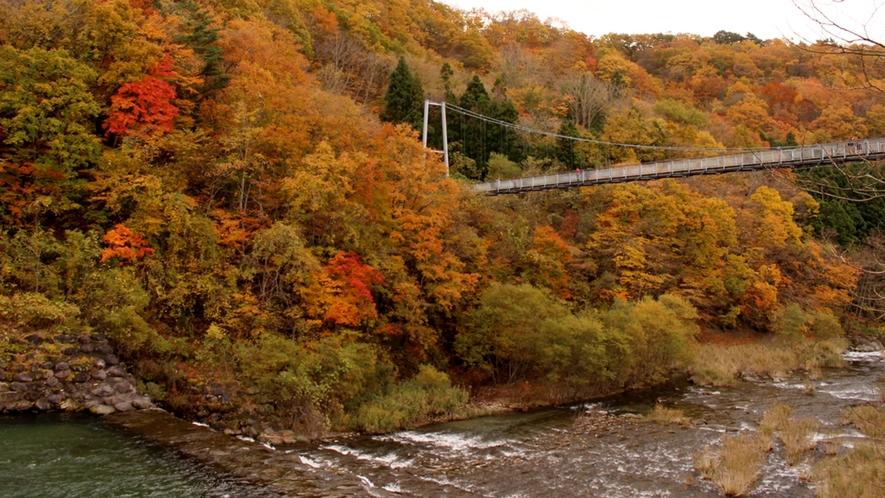 *【やまびこ吊り橋】東北一の長さを誇り、橋の中央から見る不忘山は絶景。【当館から車で約30分】