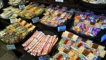 【菓子屋横丁】素朴で懐かしい味のお菓子が人気です。